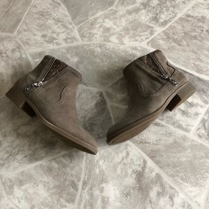 NWOT G BY GUESS tan sparkly zip up booties 6.5